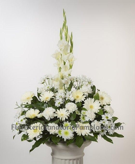enviar flores para el Tanatorio de Pamplona, Enviar centros de flores para el Tanatorio Pamplona, Floristeria del Tanatorio de Pamplona, Envio de centros de flores para entierros